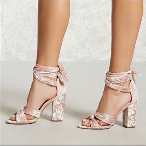 Beautiful velvet pink block heels ✨